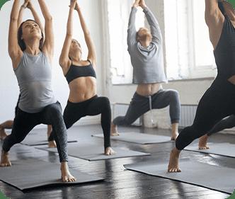 Lezione di yoga o pilates in presenza